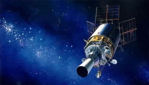 معلومات عامة عن القمر الصناعى بالصور